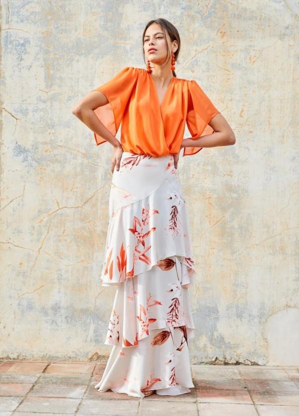 Falda Larga con Estampado Floral y Volantes.